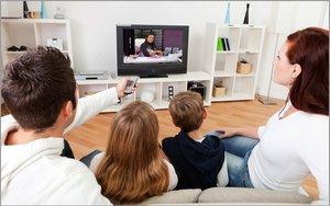 watching-tv-family-600_Rdk3jp9